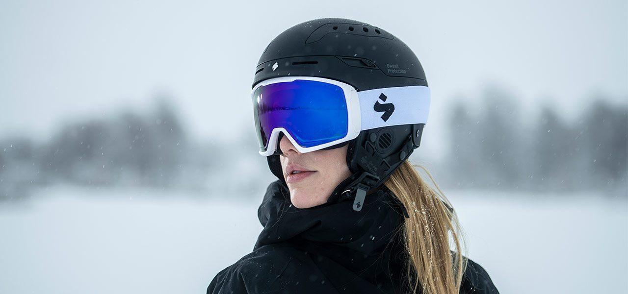 스윗프로텍션 스키 볼라타 헬멧, 클락웍 스키 고글 착용 샷